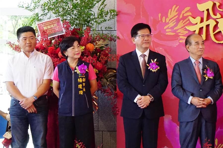 前立法院長王金平(右)與「挺韓」立委顏寬恒同台互動冷淡,兩人之間隔著林佳龍、楊瓊瓔。(王文吉攝)