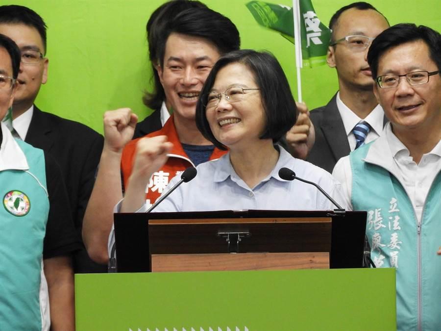 蔡英文總統號召大家,團結所有保台灣的力量,共同團結中華民國台灣派;守住得來不易的民主自由。(陳世宗攝)