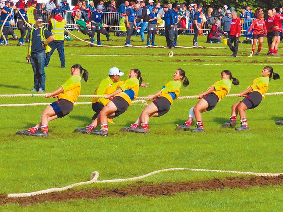 宜蘭縣三星國中與景美女中組成的拔河聯隊在世界盃錦標賽公開組過關斬將,以一局未失的戰績奪金牌。(三星國中提供/胡健森宜蘭傳真)