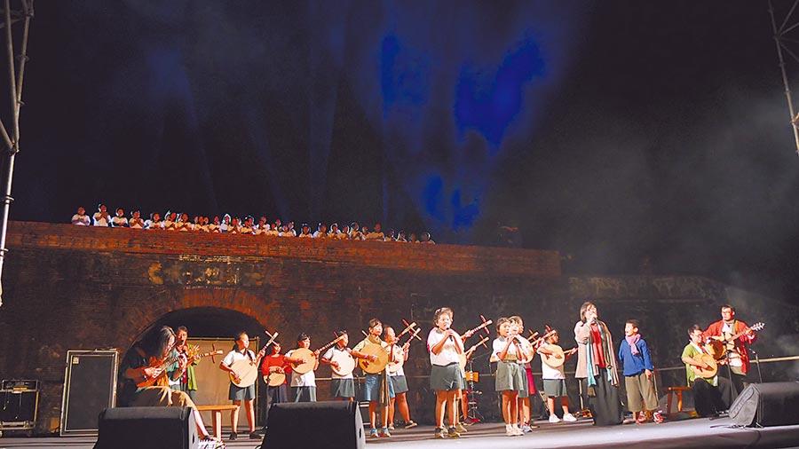 恆春民謠傳唱百年,今年「半島歌謠祭」將擴大舉,請來「台南人劇團」編導《半島風聲相放伴》並在地選角,10月底恆春人要演自己的故事給大家看。(謝佳潾攝)