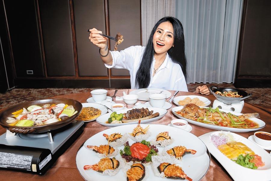 南韓歌手「鐵肺女王」文珽逅來台大啖「米香」台菜,好吃到直說下次還要帶媽媽來。(盧禕祺攝)