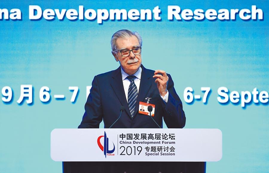 9月6日,美國商務部前部長古鐵雷斯在中國發展高層論壇發表演講。(中新社)