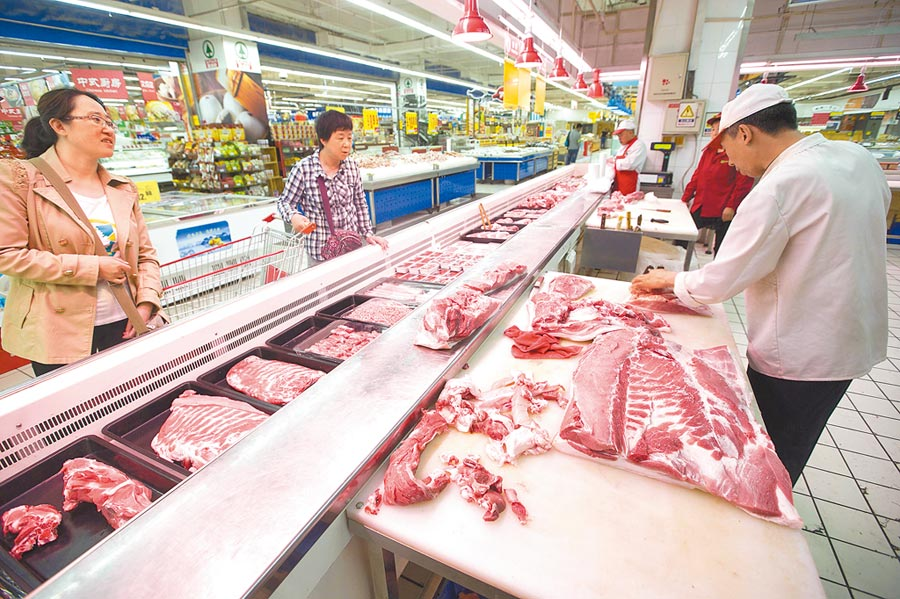 大陸圍繞豬肉保供穩價的工作全面展開,確保民眾買得到豬肉。(中新社)