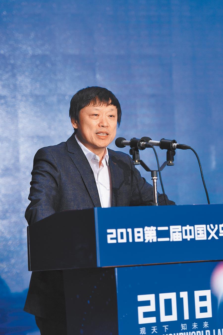 2018年1月27日,《環球時報》總編輯胡錫進在論壇發表主題演講。(中新社)