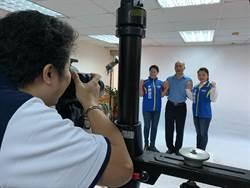 韓國瑜現身新北市黨部 穿藍衫與提名立委拍定裝照