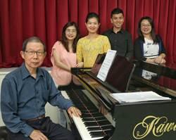 錢南章與席慕蓉創作力豐沛 一首歌接一首歌