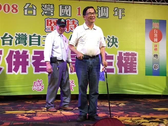 前總統陳水扁8日晚間出席台中「台灣國13周年感恩餐會」,無視中監「四不」規定,上台致詞。(馮惠宜攝)