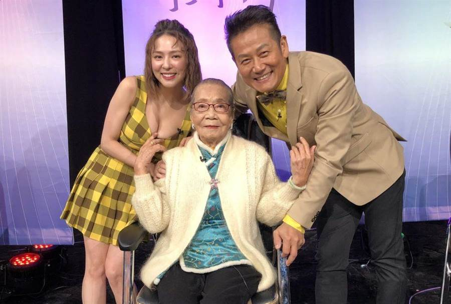 97歲粉絲到《大神》麻將過招,徐乃麟回憶亡母眼眶泛淚。(圖/東風衛視提供)
