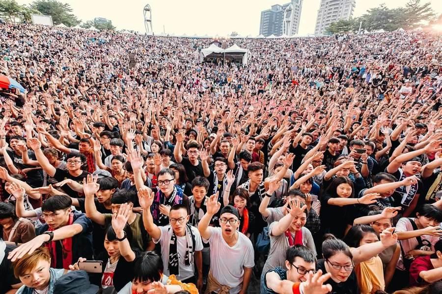 搖滾台中首日破4萬樂迷湧入,締造創新紀錄。(台中市政府新聞局提供/陳世宗台中傳真)