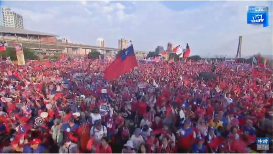 韓國瑜三重自辦造勢大會,主辦單位喊現場已10萬人。(翻攝中時電子報直播)