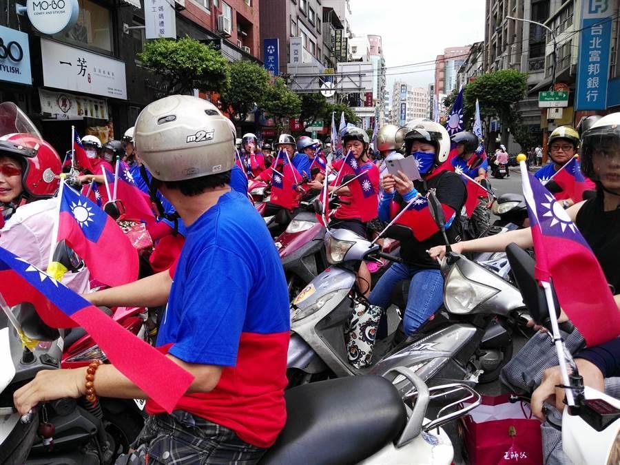 「貪食龍車隊」今在雙北掃街挺韓。(貪食龍車隊提供/王揚傑新北傳真)
