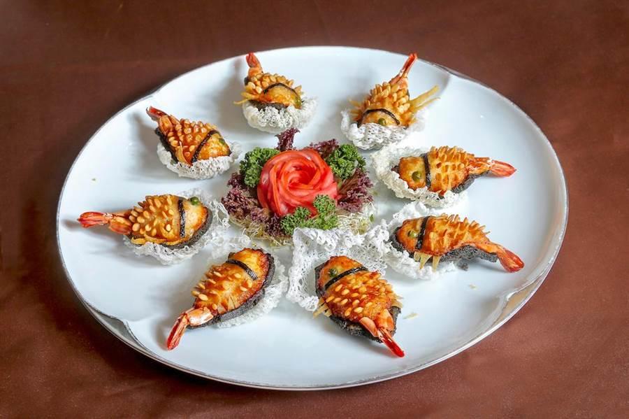 模樣討喜的「鯉魚海大蝦」是文珽逅最愛的一道台菜。(盧禕祺攝)