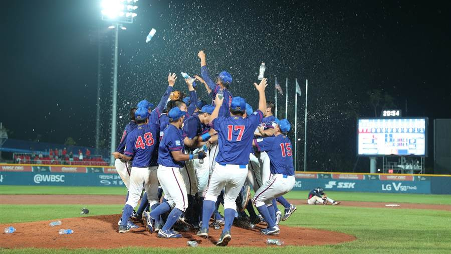 中華隊在U18青棒錦標賽擊敗美國,奪下隊史第3冠。(中華棒協提供/鄧心瑜傳真)