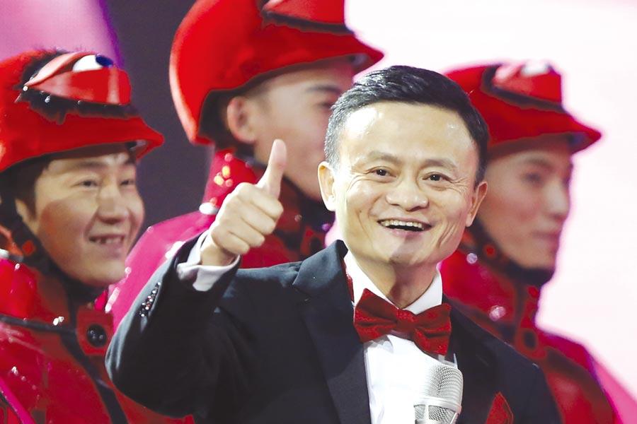 2018宣布一年後退休↑馬雲宣布,2019年9月10日,他將不再擔任集團董事局主席,由現任集團CEO張勇接任。圖/中新社