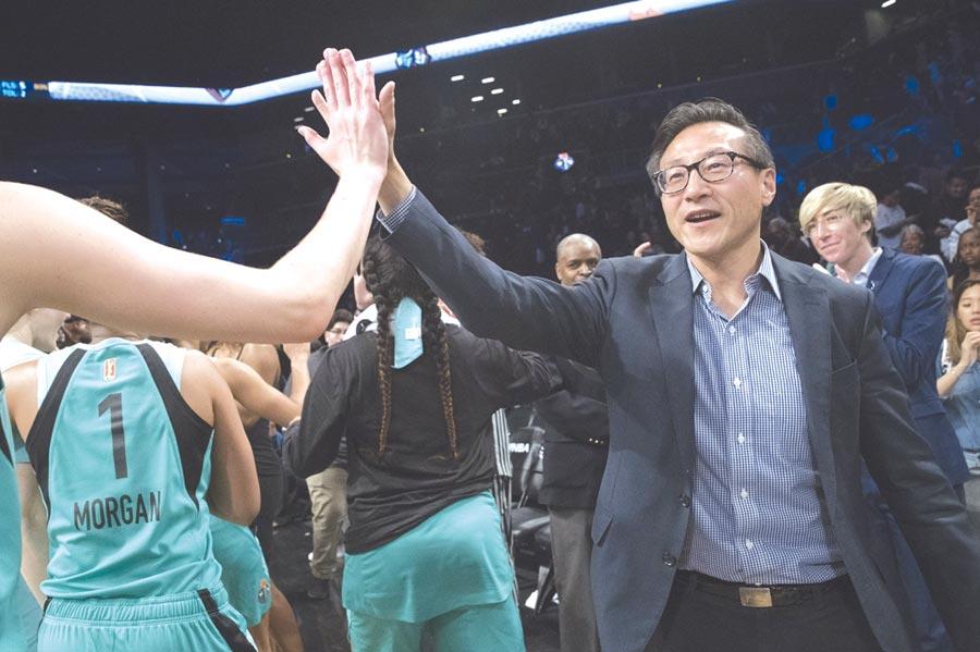2019蔡崇信買NBA球隊↑馬雲退休後,是否會和收購布魯克林籃網隊的蔡崇信一樣,再有私人收購,全球等著看。圖/美聯社
