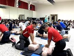 另類入學見面禮 中華醫大新生施作CPR急救訓練