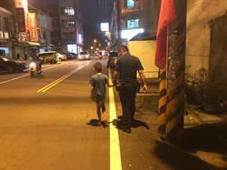 4歲失蹤童躺路旁抖 警護送返家
