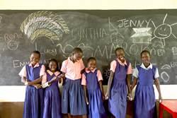 非洲女孩國三遭性侵懷孕失學 展望會助她復學