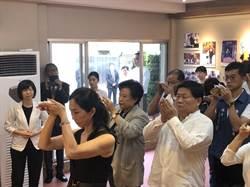 韓國瑜妻子李佳芬代夫  到中市2喪家弔祭追思