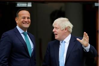 英首相弟弟辭職前被妻下最後通牒:要選你哥還是選我?
