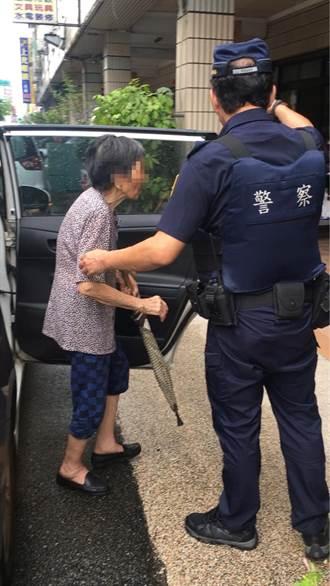 為了一只結婚戒 失智百歲嬤走1公里請警幫忙找
