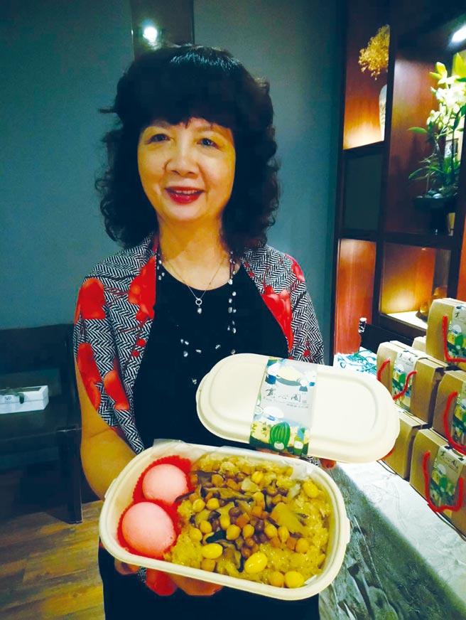 寬心園董事長黃瓊瑩表示,寬心油飯禮盒送禮又大方。圖/曾麗芳