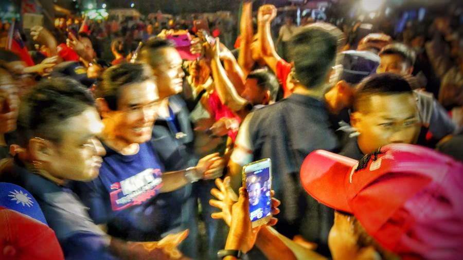 前總統馬英九到場,有民眾開心拍照。(圖/網友提供)