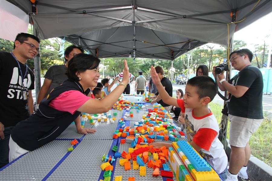 活動會場為孩子設立的積木遊戲區。(台中市政府新聞局提供/陳世宗台中傳真).