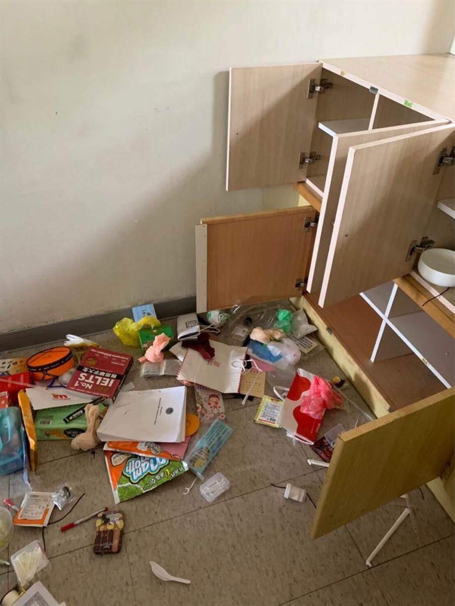羅東博愛醫院被控職場霸凌,有民眾在網路貼文指執行長巡查時,將護理人員的水壺等物扔在地上。(摘自網路)