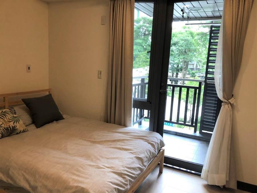 鄰近南港捷運站的東明社會住宅10日起開放申請,共有700戶,分為一房型、二房型及三房型。(吳堂靖攝)