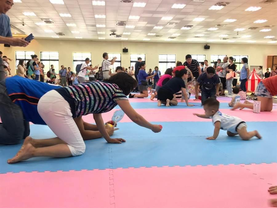 新北市中和區公所昨(8日)上午9時在中和市民活動中心舉辦「寶寶趣味賽」活動。(中和區公所提供/葉書宏新北傳真)