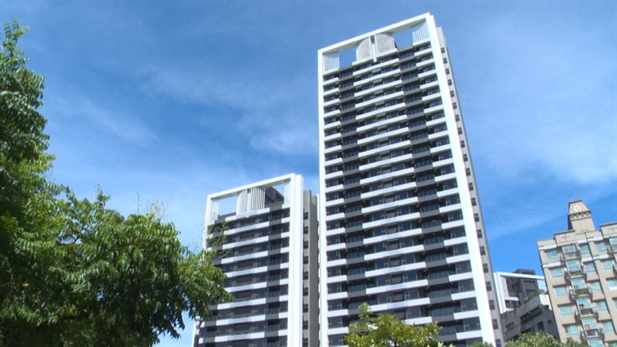 面光明河濱公園,加上高規格的設計規劃,造就絕佳居住品質,讓「光明鼎」房價逆成長。