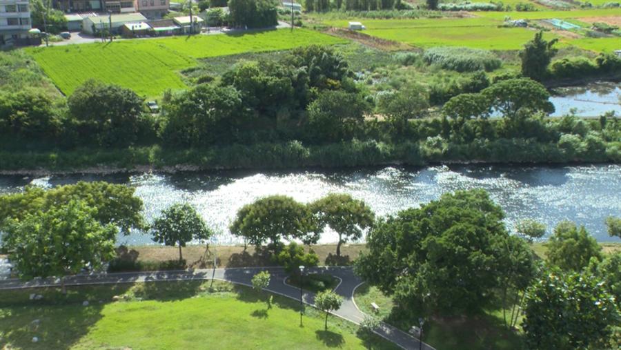 「光明鼎」面河濱公園,戶戶皆有廣闊的綠地景觀。