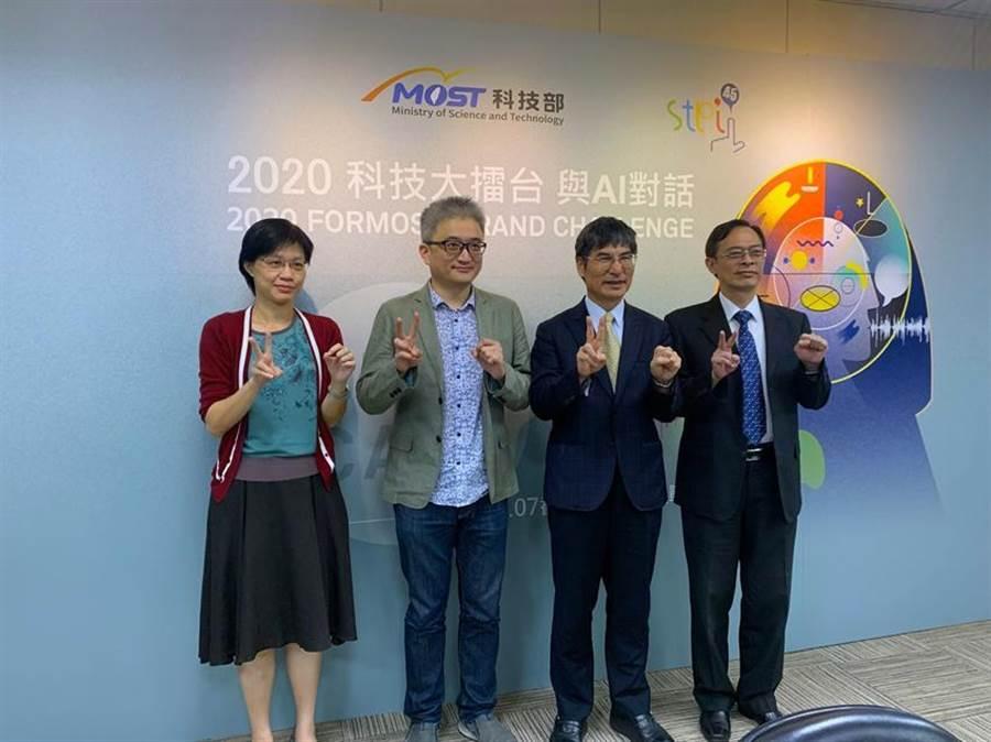 (科技部長陳良基(右二)與台灣人工智慧實驗室創辦人杜奕瑾(左二)宣布第二屆「科技大擂台 與AI對話」開跑。圖/彭媁琳攝)