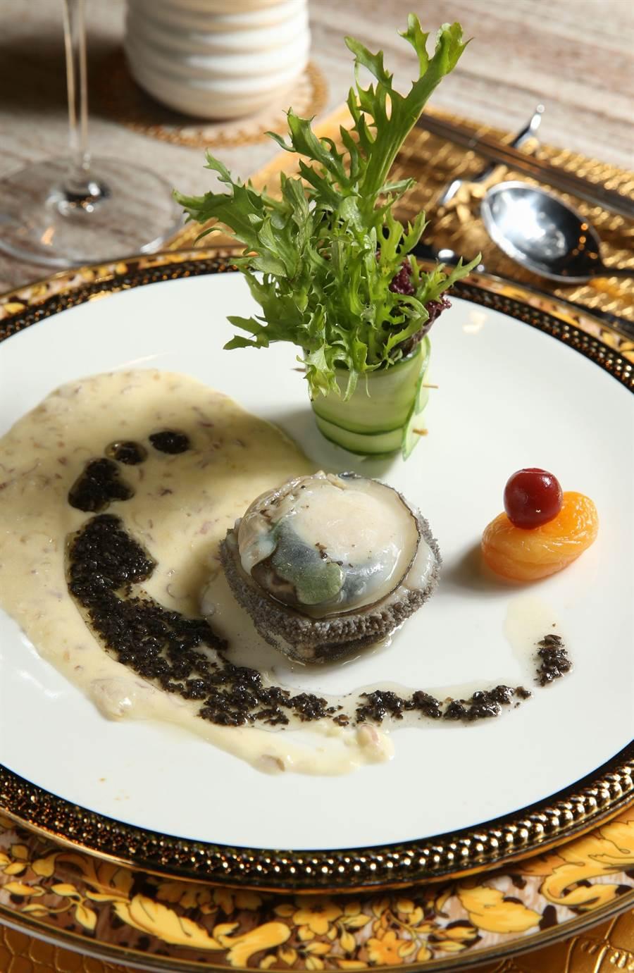 香檳南非活黑鮑魚。(王英豪攝)