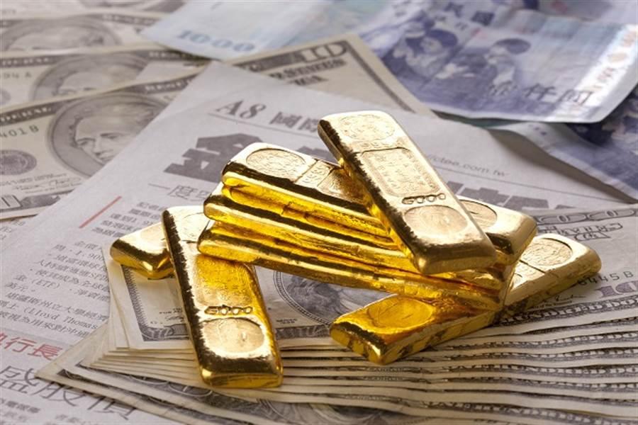 墨比爾斯:全球央行不停降息,建議投資組合10%為實體黃金。(資料照/鄧博仁攝)