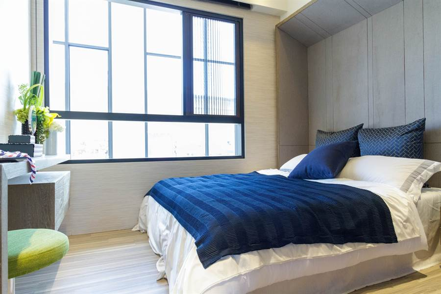 「新潤興業 鉑麗」每戶窗皆採用「防霾紗窗」,有效隔絕PM2.5以上粒子,給家人清新好空氣。