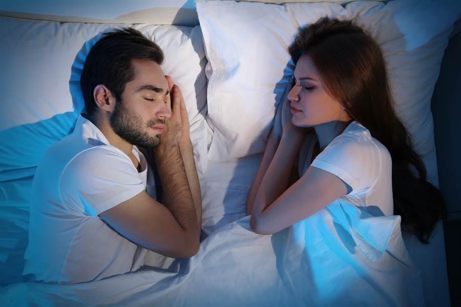 網友分享,她與男友同時夢到前世。(達志影像/shutterstock提供)