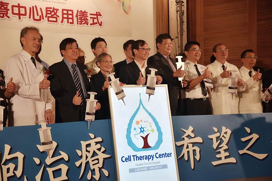 花蓮慈濟於衛福部法令核准下,成立東台灣第一座細胞治療中心,9日正式揭牌啟用,開放8種癌症療程供第四期病友選擇治療,讓以往需要遠赴日本的醫療成本大大降低。(王昱凱攝)
