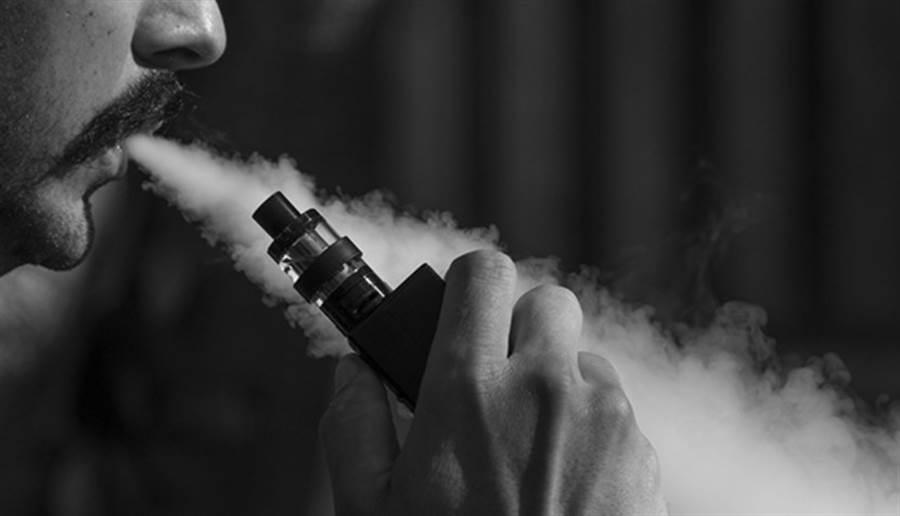 美國最近傳出450件疑因吸電子煙導致肺部疾病的案例,總共5人死亡,美國疾病管制與預防中心(CDC)已呼籲,在疾病成因未確定前,希望民眾暫時不要吸食電子煙。(圖/pixabay)
