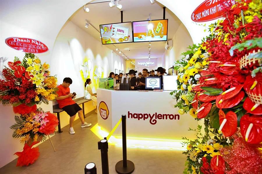 雅茗-KY旗下主力茶飲品牌「快樂檸檬」進軍越南,8月於胡志明市開出首店。(圖/雅茗天地)