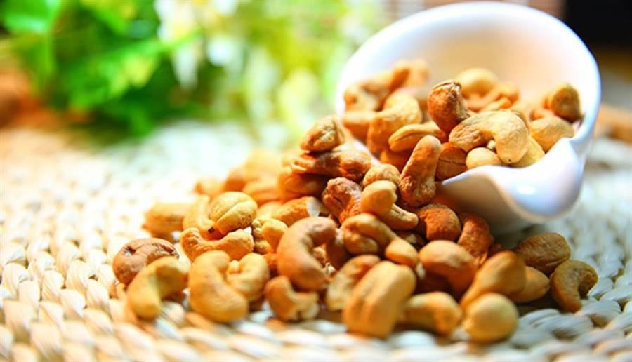 多攝取各種類的蔬菜、水果、堅果、穀類,才能獲得完整的維生素與礦物質。(圖片來源:pixabay)