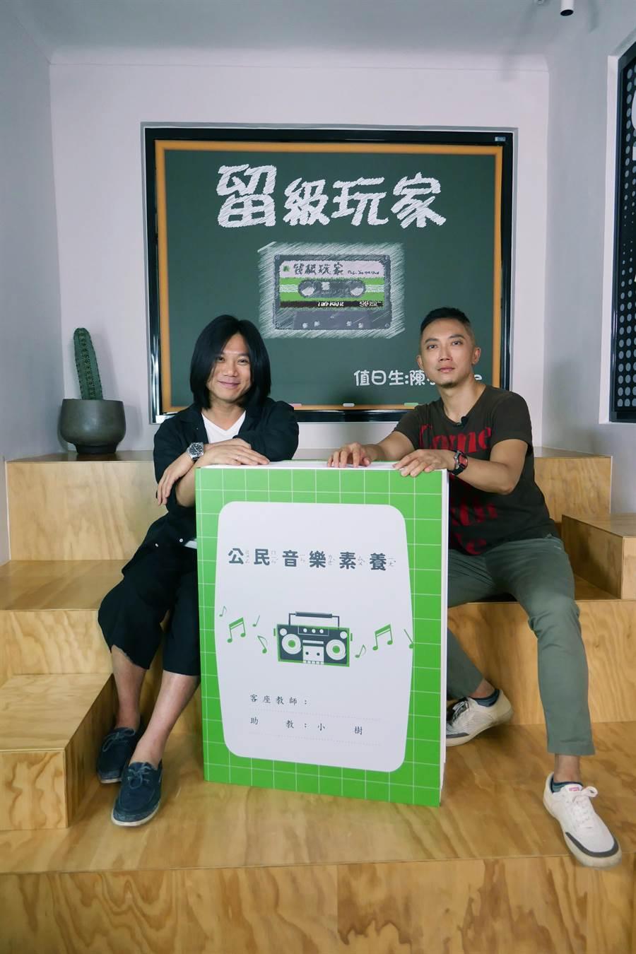 《留級玩家》主持人小樹(右)邀瑪莎分享高中留學一年的心情。(新視紀整合行銷提供)
