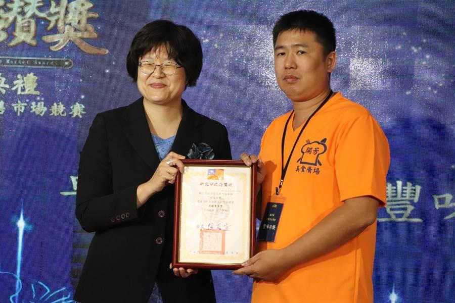 今年首創的「卓越菁英獎」,由瑞芳美食廣場「豐味肉羹」拿下,獨得2萬元獎金。(吳亮賢攝)