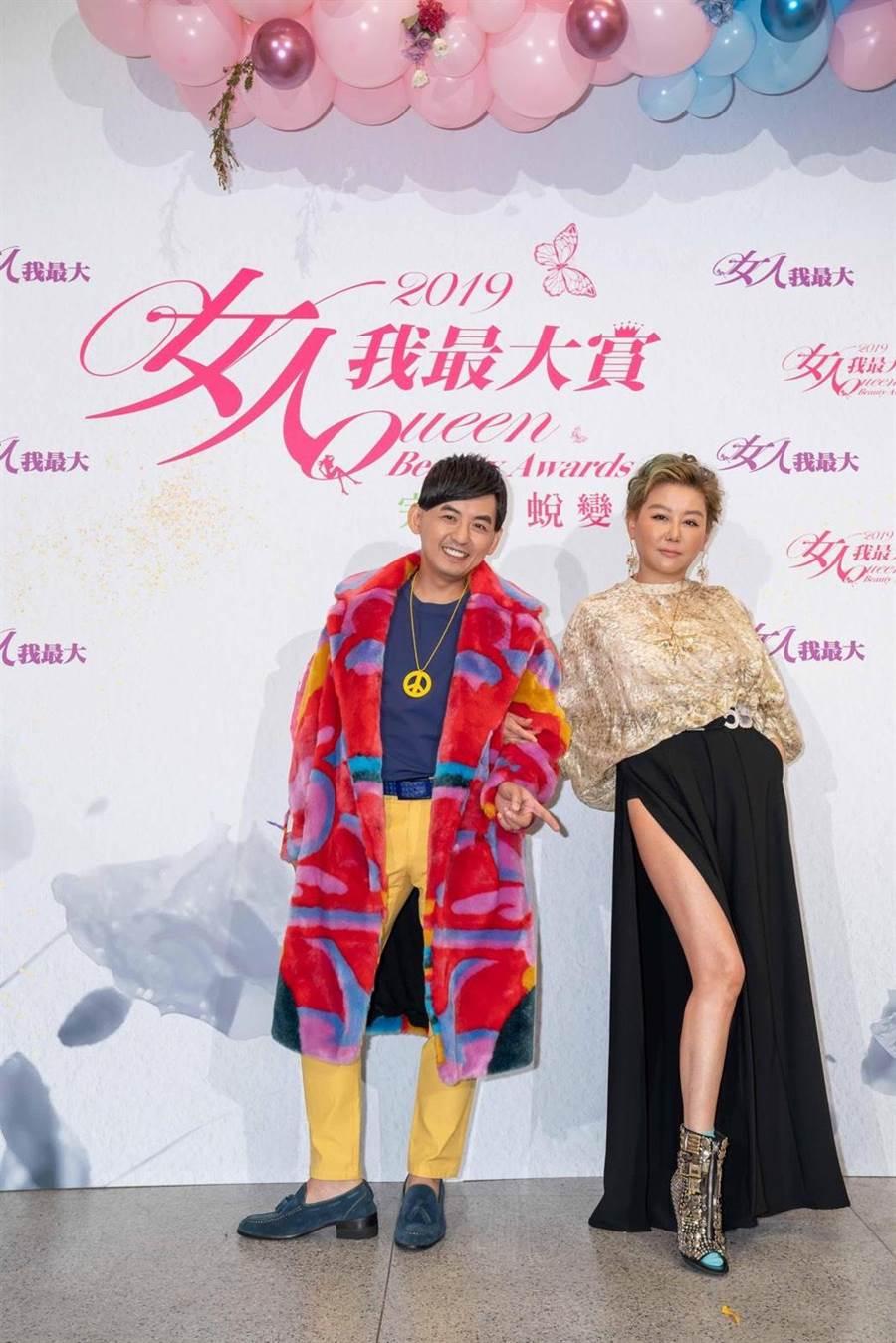 黃子佼主持「2019女人我最大賞」,時尚教主藍心湄秀辣腿。(TVBS提供)