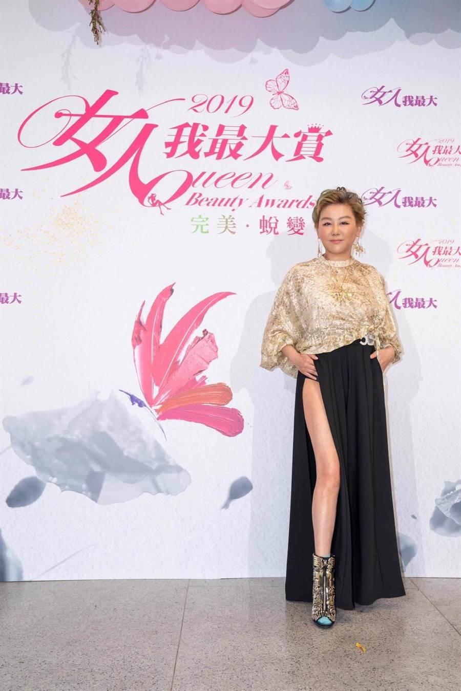 時尚教主藍心湄秀辣腿出席「2019女人我最大賞」頒獎典禮。(TVBS提供)