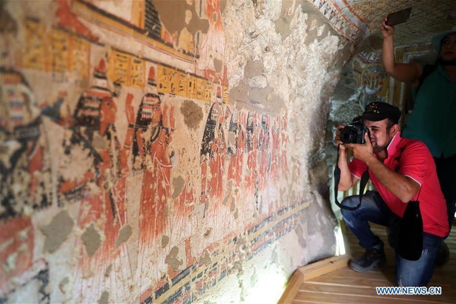 埃及盧克索墓葬群中的兩座約3500年前的古墓,日前完成了修復工作,8日正式向遊客開放。(新華社)