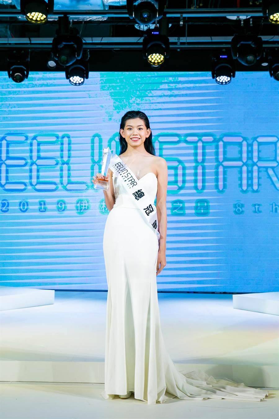 15歲林之旋獲第八屆璀璨之星總冠軍女模特兒組冠軍。(伊林娛樂提供/何冠嫻苗栗傳真)