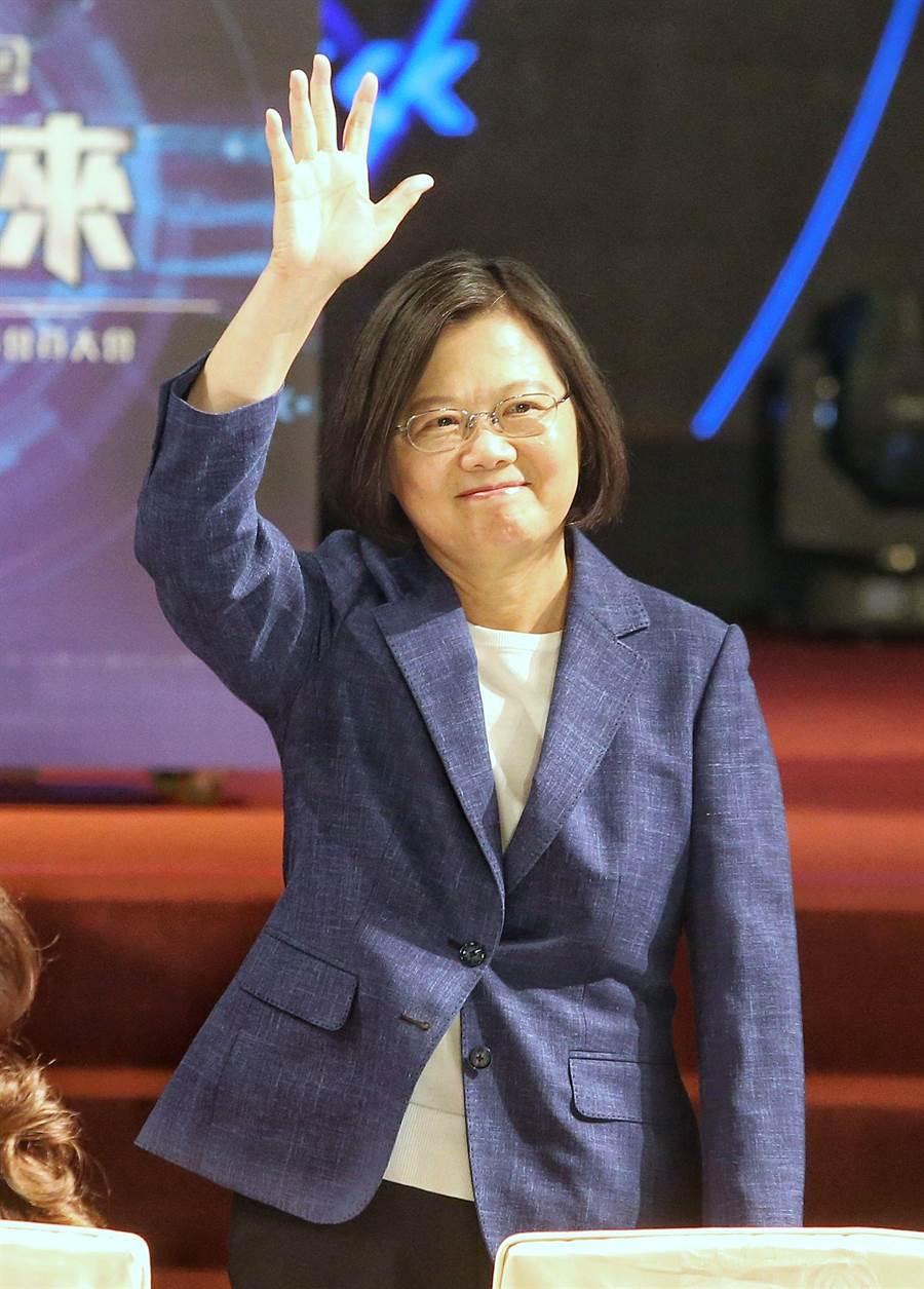 蔡英文(圖)總統9日出席「臺北律師公會108年度律師節慶祝活動暨會員大會」,致詞感謝律師們支持司法改革,國事會議獲得的結論目前也逐步推動。(王英豪攝)