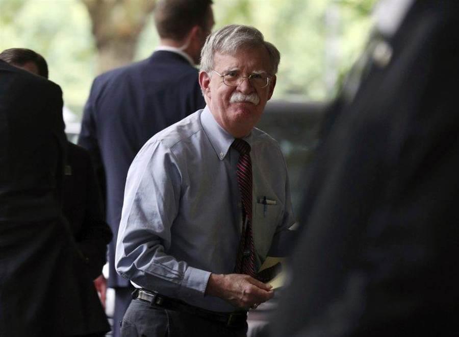 白宮國安顧問波頓8月12日訪英檔案照。(美聯社)